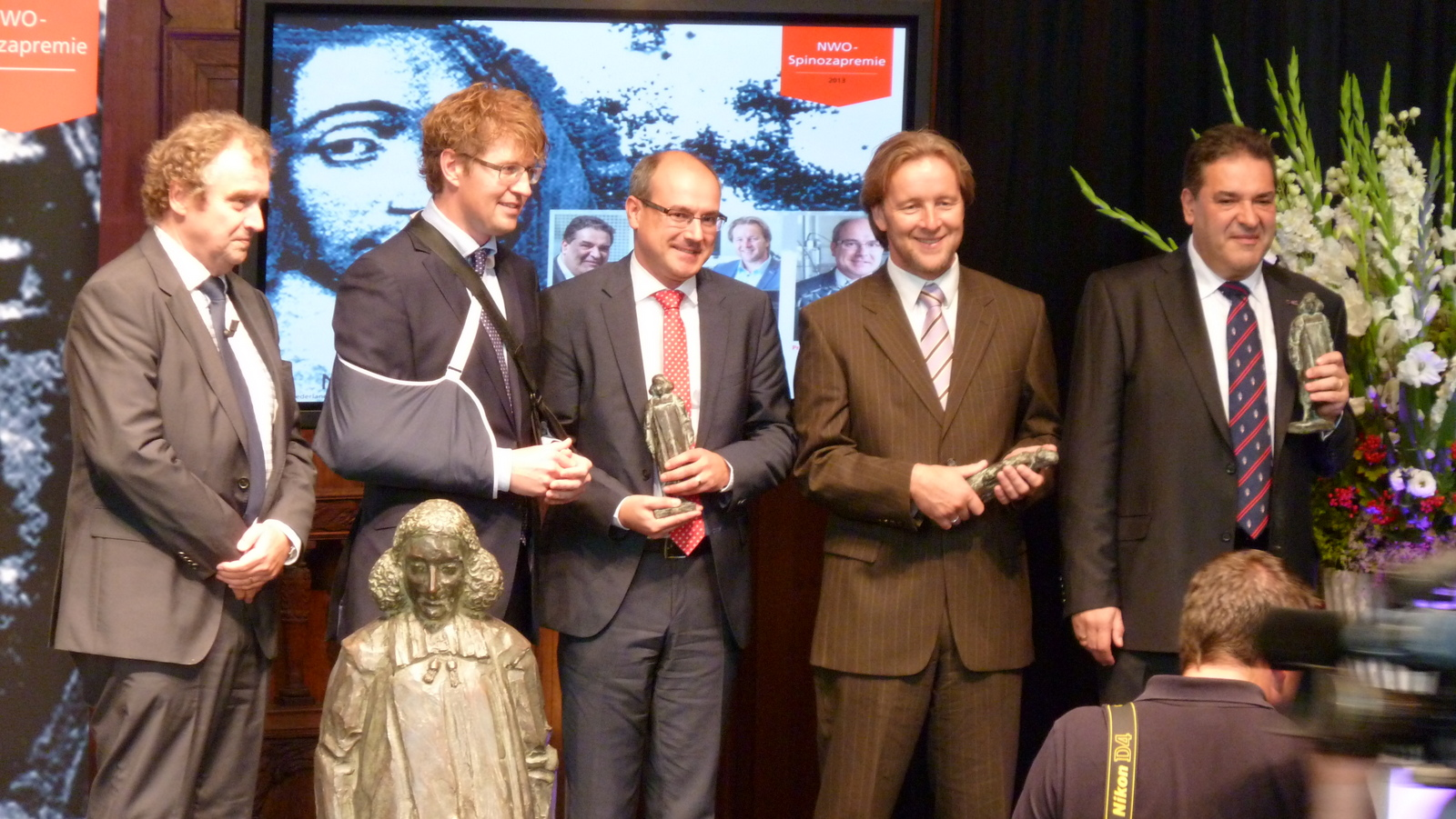 NWO Chair Jos Engelen, State Secretary for Education, Culture and Science Sander Dekker and NWO Spinoza laureates Bert Weckhuysen, Piek Vossen en Mikhail Katsnelson