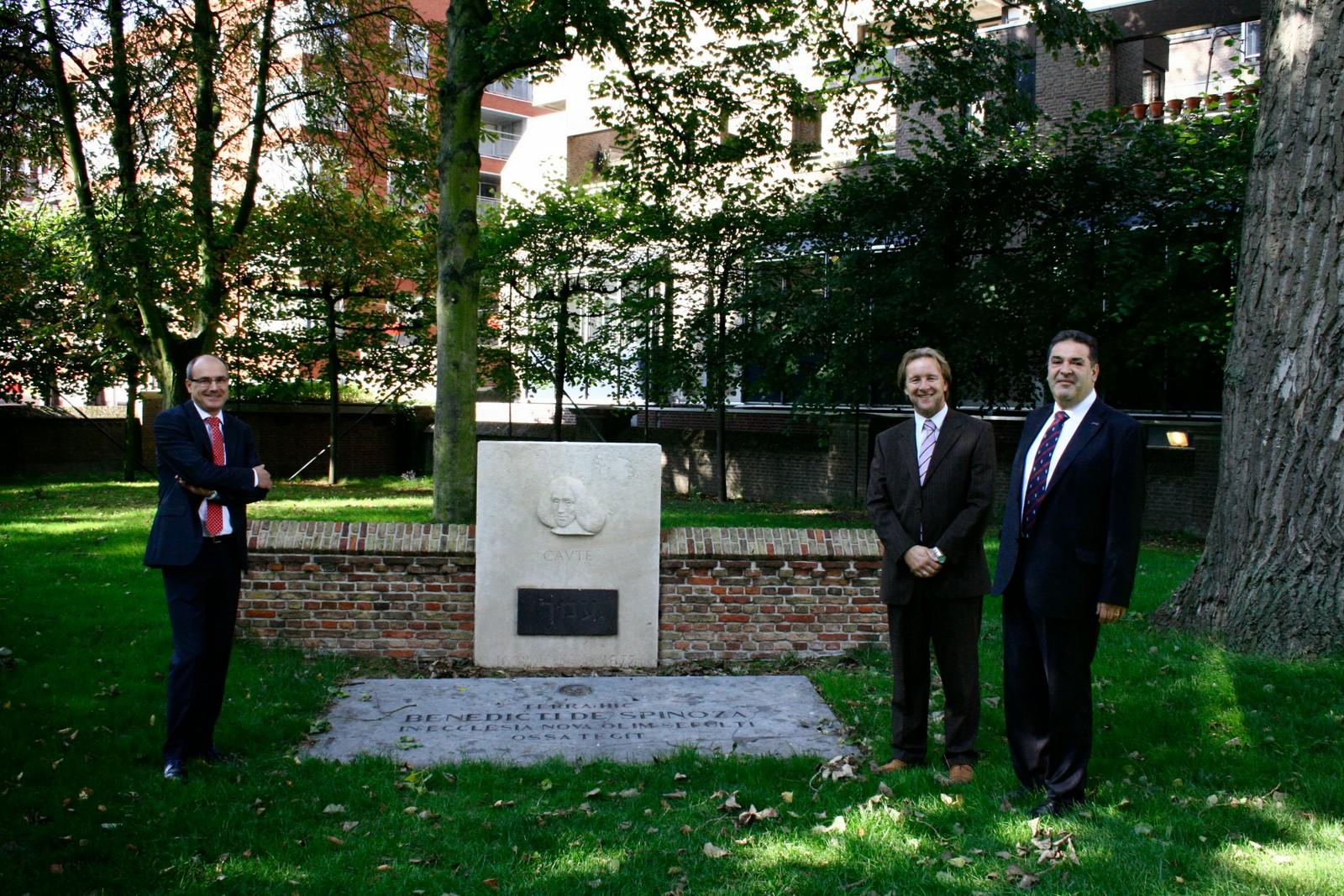 @ the Spinoza grave